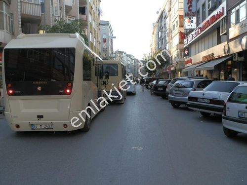 Bahçelievler'de Bağcılar Caddesinde 50 M2 Kredili Satılık Dükkan