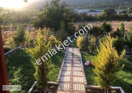 KAVAKLI MAHALLESİNDE RUHSATLI MÜSTAKİL EV VE ARSASI 3150m2