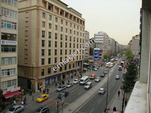 Halaskargazi Cadde'de 250 m2 ,1.kat,asansörlü,d.gaz merkezi ,