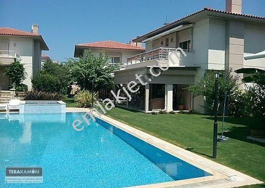 İzmir Çeşme Alaçatı Havuzlu Sitede Modern Satılık Villa