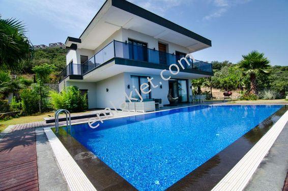 Yalıkavak'ta Özel Havuzlu 4+1 Bahçeli Kiralık Müstakil Villa