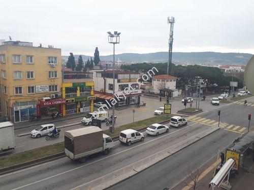 merkezde 1+1 Atatürk caddesi üstü cuma pazarı karşısı ayrı mutfa