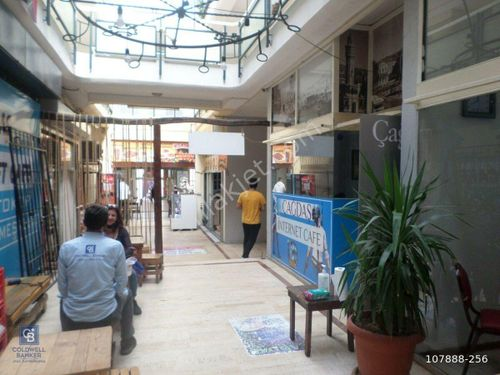 Fiyat Düştü! Urla Merkez'de Kira Getirili Satılık Dükkan