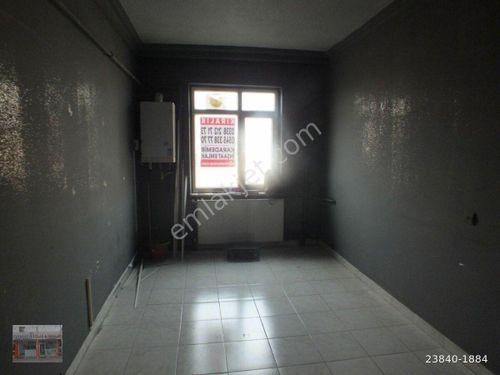 Karaman Semerciler Sokağında 4.Kat 50 m2 2+1 Kiralık Büro