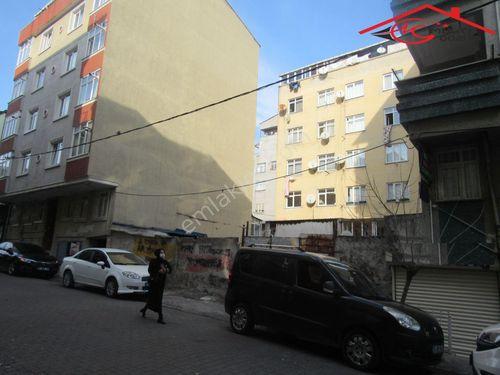Yenibosna Zafer mahallesinde satılık arsa caddeye çok yakın