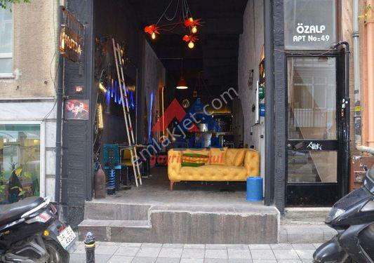 Yeldeğirmeni Cafe İçi Yapılı Masrafsız Masalı Sandalyeli Dükkan