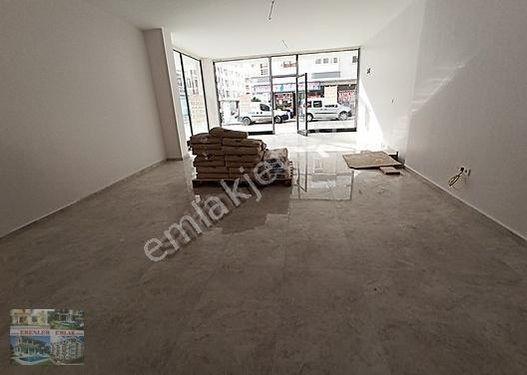 Çok Acil İhtiyaçtan Caddede Yatırımlık Düz Ayayk Köşe başı Dükka
