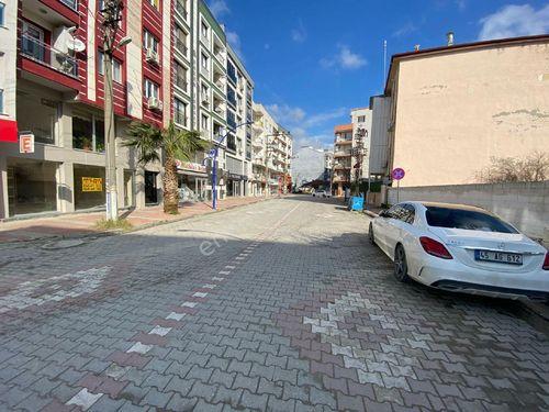 Muradiyede cadde üzeri Kiralık