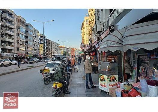 Bostanlı'nın En İşlek Konumunda Satılık Köşe Dükkan
