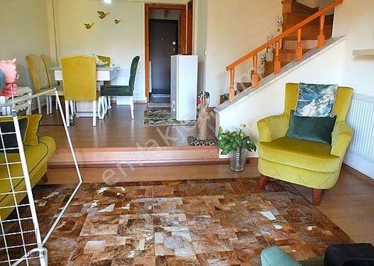 Sapanca Havuzlu Sitede İçi Yenilenmiş 5+1 Tripleks Satılık Villa