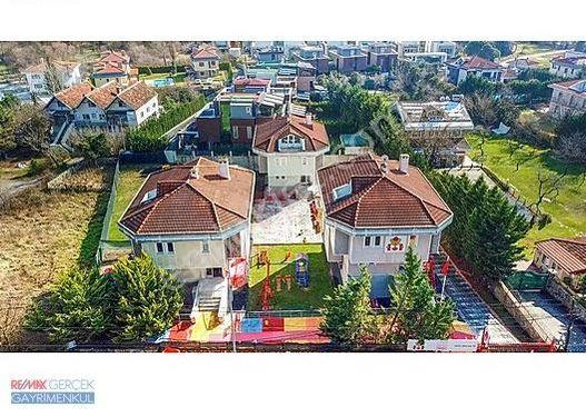 DAVUTPAŞA KORUSU 2200 m2 ARSA İÇERİSİNDE 3 ADET VİLLA
