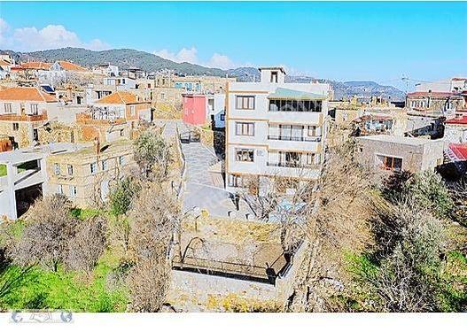 Assos Sazlı Köyünde Satılık 4 Katlı 6+2 Ultra Lüks Villa