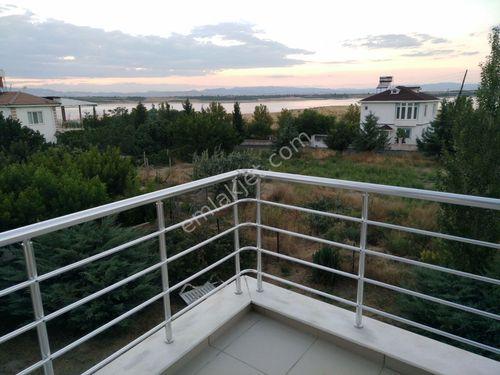 Hasırcılar'da Site İçinde Baraj Manzaralı Villa