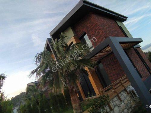Urla Zeytinalanında Butik Sitede Havuzlu 3 Oda 2 Salon Lüx Villa