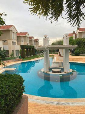 Bornova Evka 3 Otoparklı Güvenlikli Havuzlu Sitede Villa