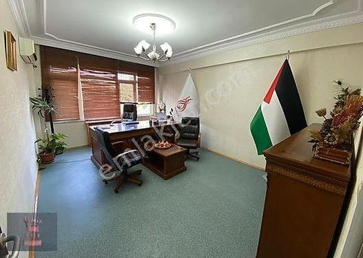 Vatan ve Millet Cadd Birleşimde Merkezi Lokasyonda Ofis Katı