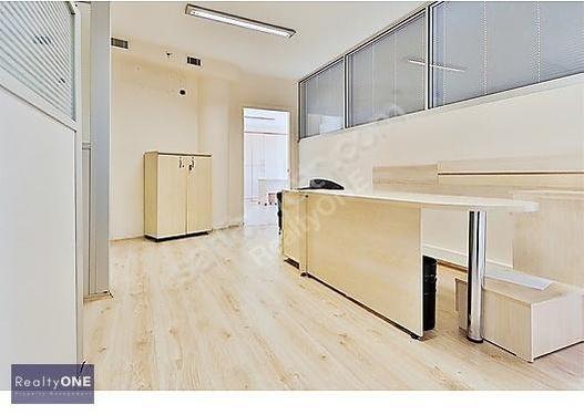 R-ONE Gümüşsuyu Manzaralı Bölmeli 850 m2 Kiralık Ofis-Eng