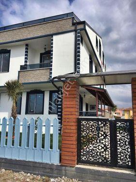 Kocaali : Full Deniz Manzaralı & Geniş Bahçeli 3+1 Satılık Villa