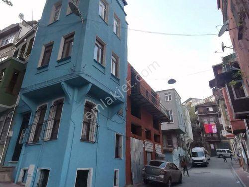 Balat Fener'de Satılık Köşe Müstakil Ev