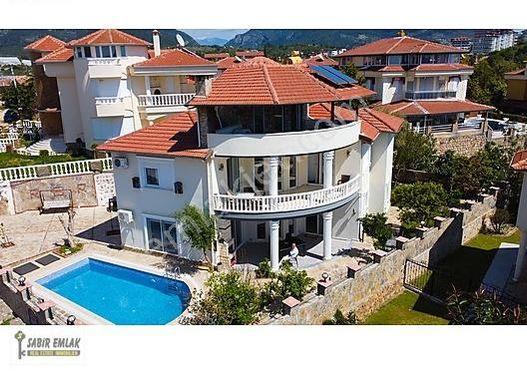 Alanya Oba Satılık Müstakil Havuzlu Villa Merkeze yakın konumda