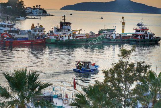 Sahibinden  Muğla Güllük Deniz Manzaralı Satılık Tripleks Yazlık