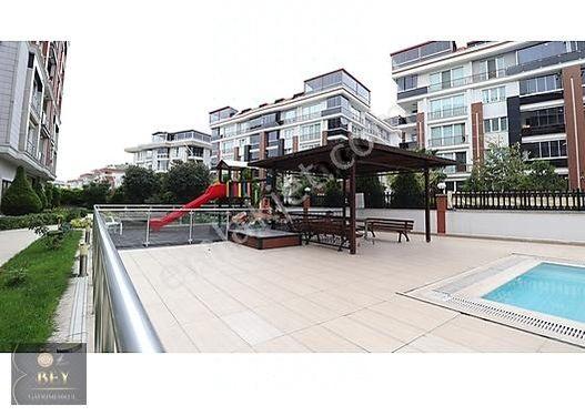 Beylikdüzü Adnan Kahveci Mahallesi Havuzlu Sitede 3+1 Satılık
