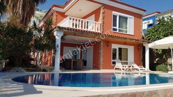 4+1  Alanya`da Müstakil Havuzlu Villa