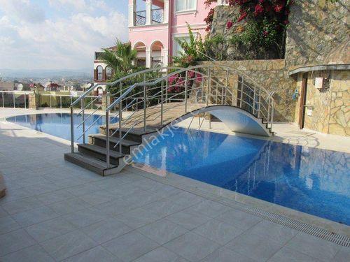 6+1 Alanya'da özel havuzlu denize 200 mt villa
