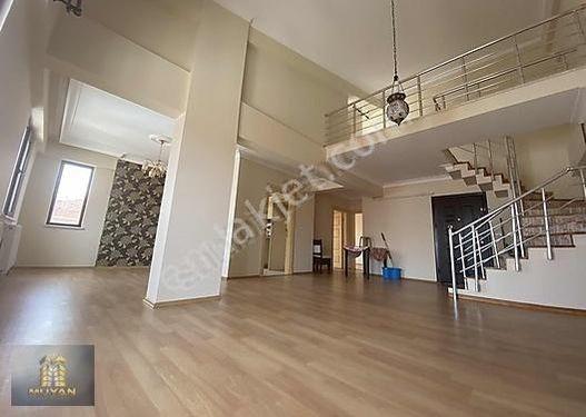 ÇORLU BAĞLARDA SATILIK DÜBLEX 4+1 DAİRE 200 m2