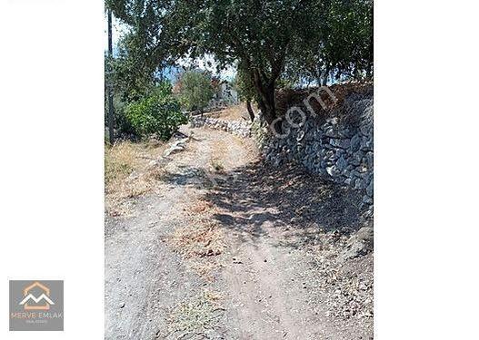Marmaris Söğüt Köyünde İçinde Evi Olan Satılık Arsa