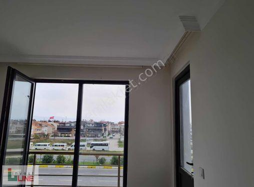 Balıkesir Akçay mahallesinde E-5 cepheli satılık bina