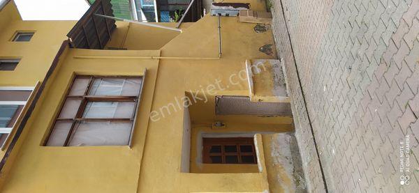 Beykoz incir köyde bahçeli ferah 3katli bina