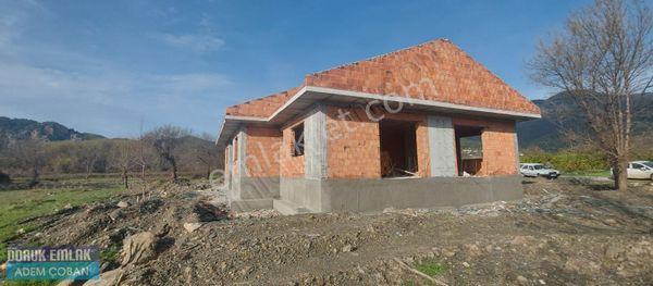 7700 m2 arazi içerisinde göl ve deniz manzaralı ikiz villa