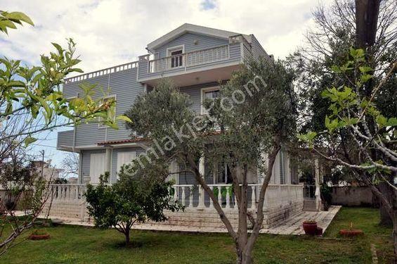 Kuşadası Davutlar 'da Satılık Bahçeli 5+1 Müstakil Villa