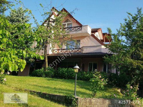 Sakarya Sapancada sitede göl manzaralı 5+1 muhteşem kupon villa