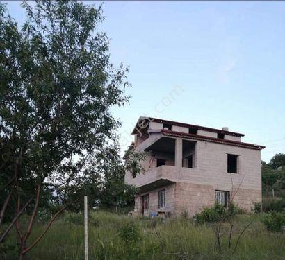 Çevril Köyünde Baraj Manzaralı Üç Katlı Villa