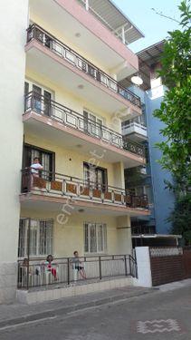 bayraklı simirna meydanında satılık komple bina