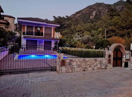 İcmelerde Luks Mustakil  Havuzlu Villa