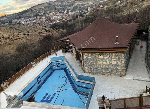 Yeşilyurt Gündüzbey de Hayalleri Gerçekleştiren Havuzlu Villa