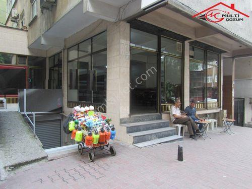 Yenibosna Hürriyet mahallesinde caddeye 2. satılık giriş dükkan