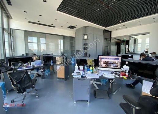 Divan Residence'ta Teraslı 350 m2 Íçten Asansörlü Dubleks Ofis