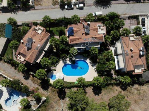 Antalya Kemer Kiriş te havuzlu sitede satılık 4+1 ikiz villa