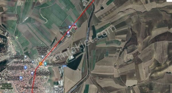 Sahibinden  İlçe Merkezine yakın, yol üzerinde Arsa