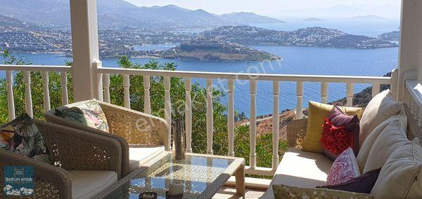 Yalıkavakta Kiralık Plajlı sitede Muhteşem manzaralı 2+1 villa