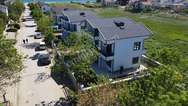 Silivri Kınalı Mevkinde Sıfır Krediye Uygun 4+1 Tripleks Villa