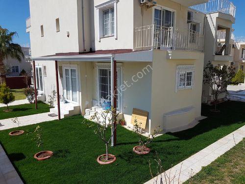 Efelerde Havuzlu Site İçerisinde 4+1 Villa