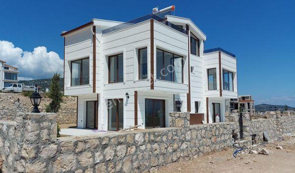 Kamukent'te, Bahçeden Terasa Kadar Deniz Manzaralı Sıfır Villa