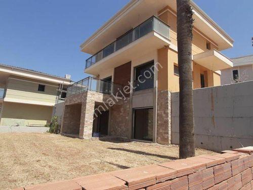 Kolejler Bölgesinde Satılık Tripleks 4+1 Villa
