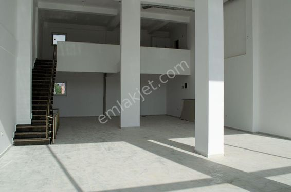 Döşemealtı Yeniköy Merkez'de AnaCadde Üzeri 310m2 Kiralık Dükkan