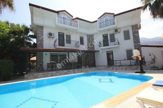 Fethiye'de büyük bahçe içinde satılık 5+1 villa